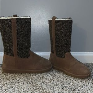 Brown bear paw boots size 9